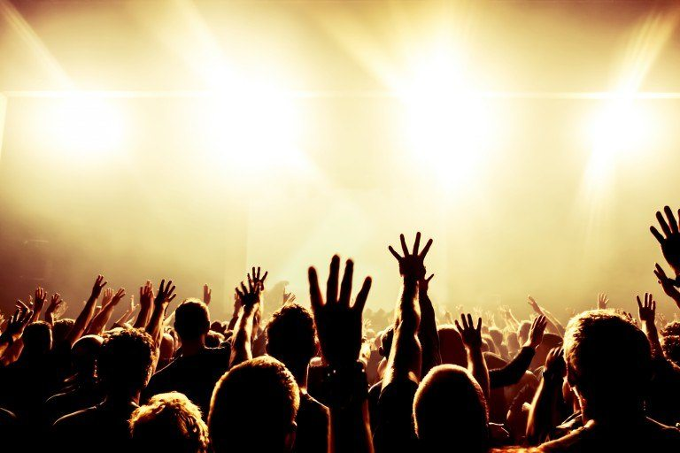 bigstock-silhouettes-of-concert-crowd-i-58789037
